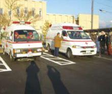 救急車2台に分乗して現地に向かいました