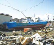 住宅地まで船が押し流されています
