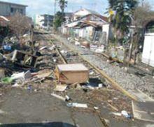 地震以降鉄道は不通であり、レールも錆ついていました