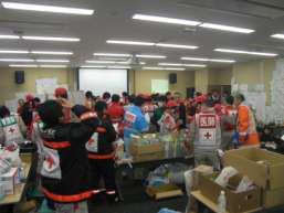 災害対策本部の様子の写真