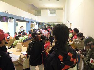 石巻赤十字病院での全員ミーティングの様子の写真